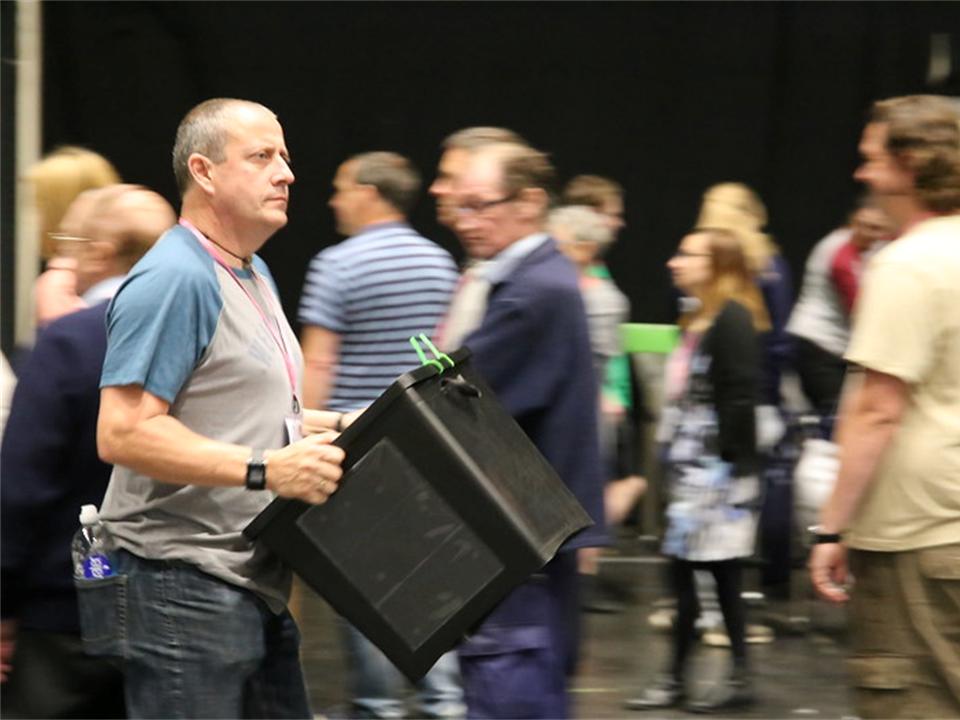 Dépouillement des votes lors d'élections générales à Coventry en 2017. Il ne s'agit pas ici de Budget participatif, mais bien d'une illustration.